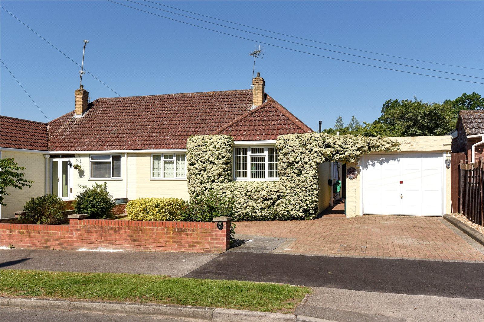 2 Bedrooms Semi Detached Bungalow for sale in St. Michaels Road, Sandhurst, Berkshire, GU47