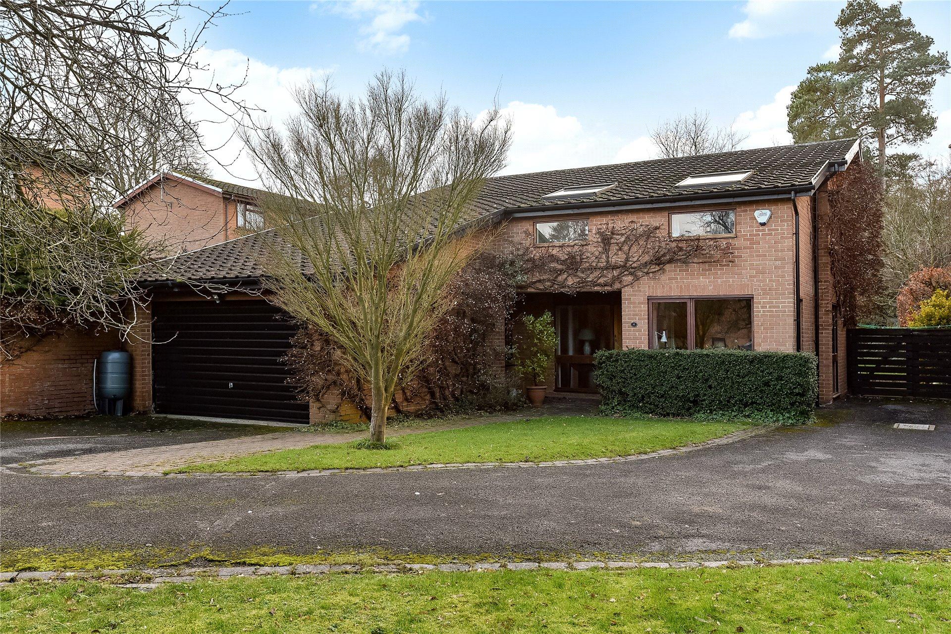 5 Bedrooms Detached House for sale in Coleridge Avenue, Yateley, Hampshire, GU46