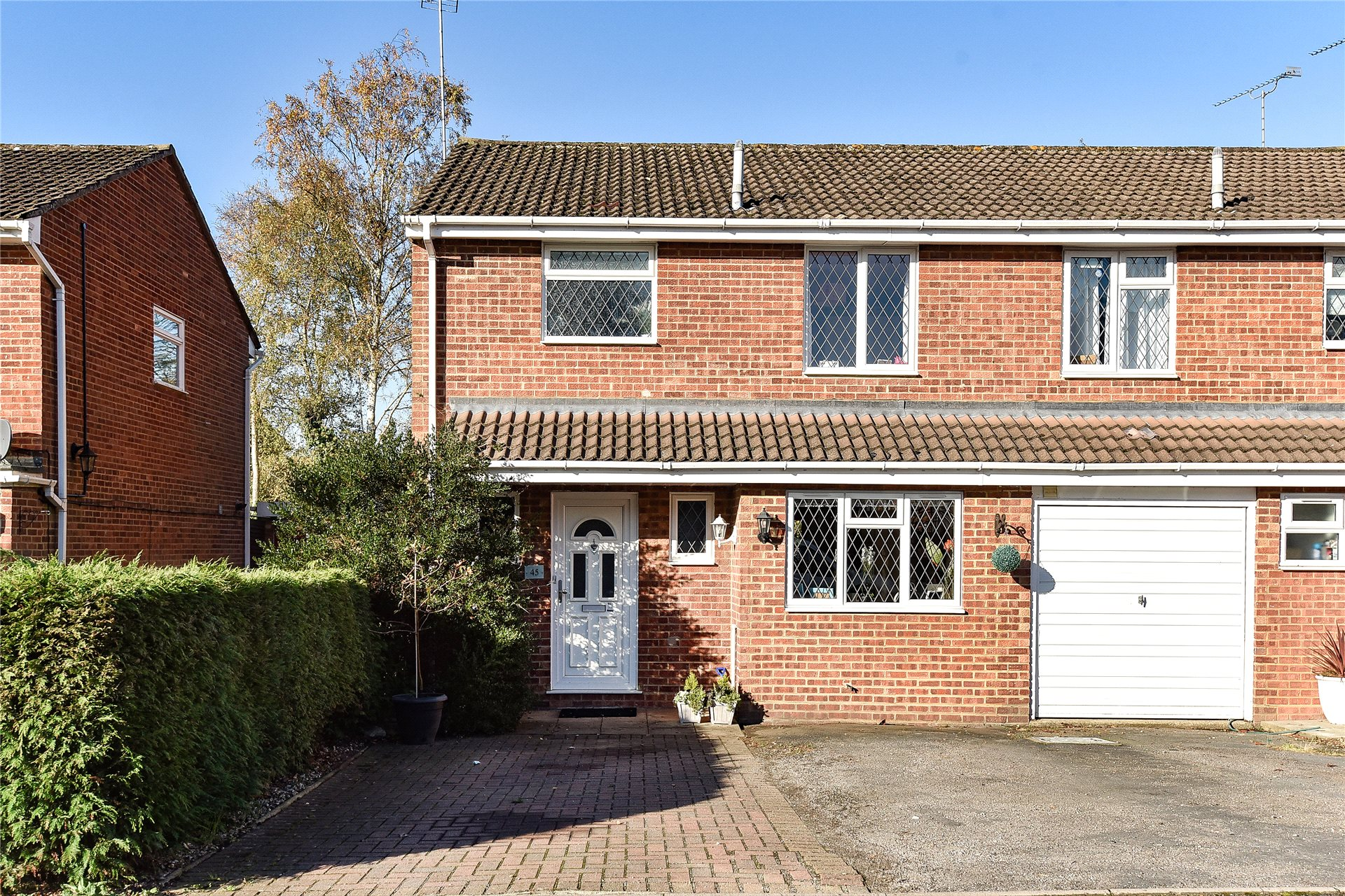 3 Bedrooms End Of Terrace House for sale in Birkbeck Place, Owlsmoor, Sandhurst, Berkshire, GU47