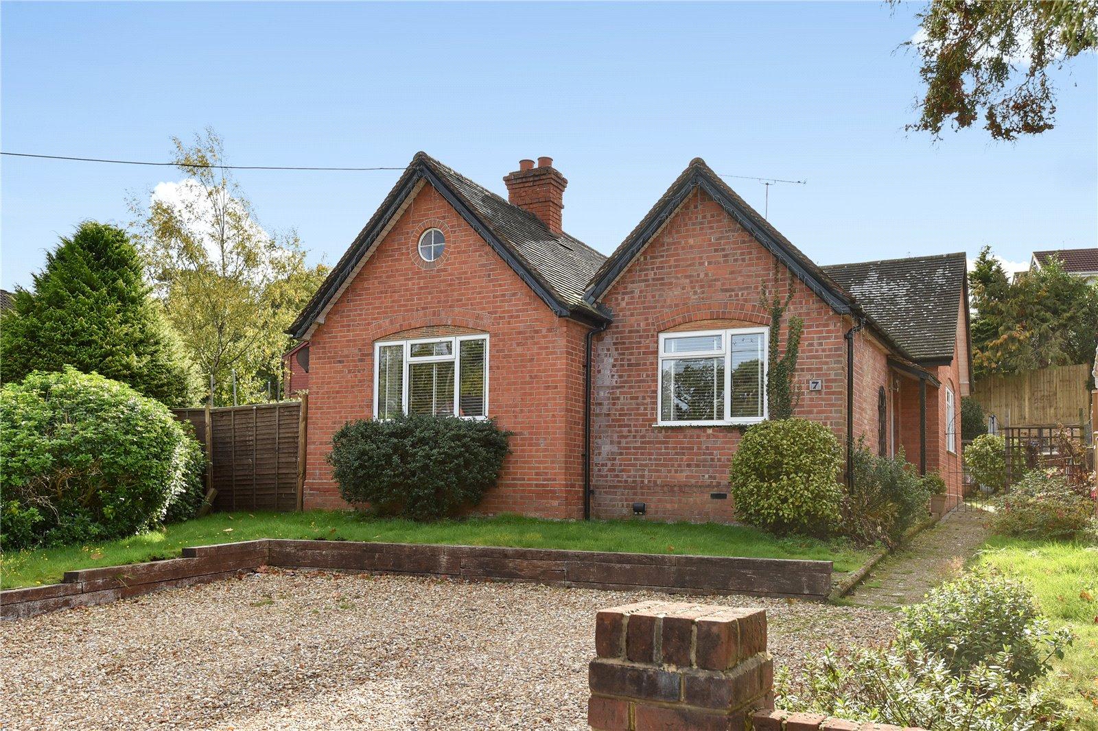 3 Bedrooms Detached Bungalow for sale in Longdown Road, Sandhurst, Berkshire, GU47