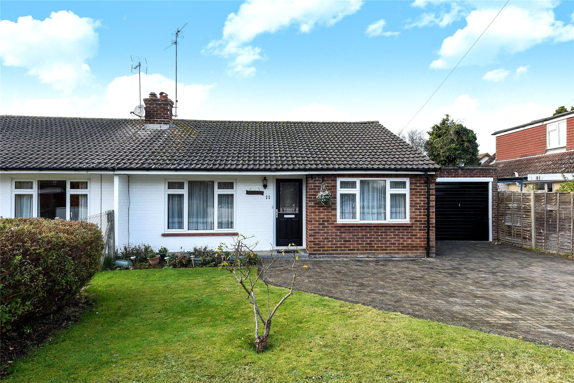 2 Bedrooms Semi Detached Bungalow for sale in Brookside, Sandhurst, Berkshire, GU47