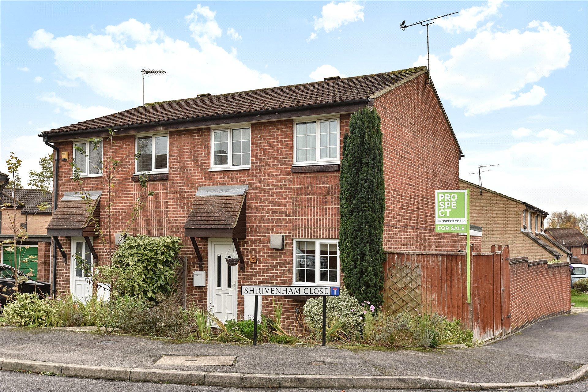 3 Bedrooms Semi Detached House for sale in Shrivenham Close, College Town, Sandhurst, Berkshire, GU47