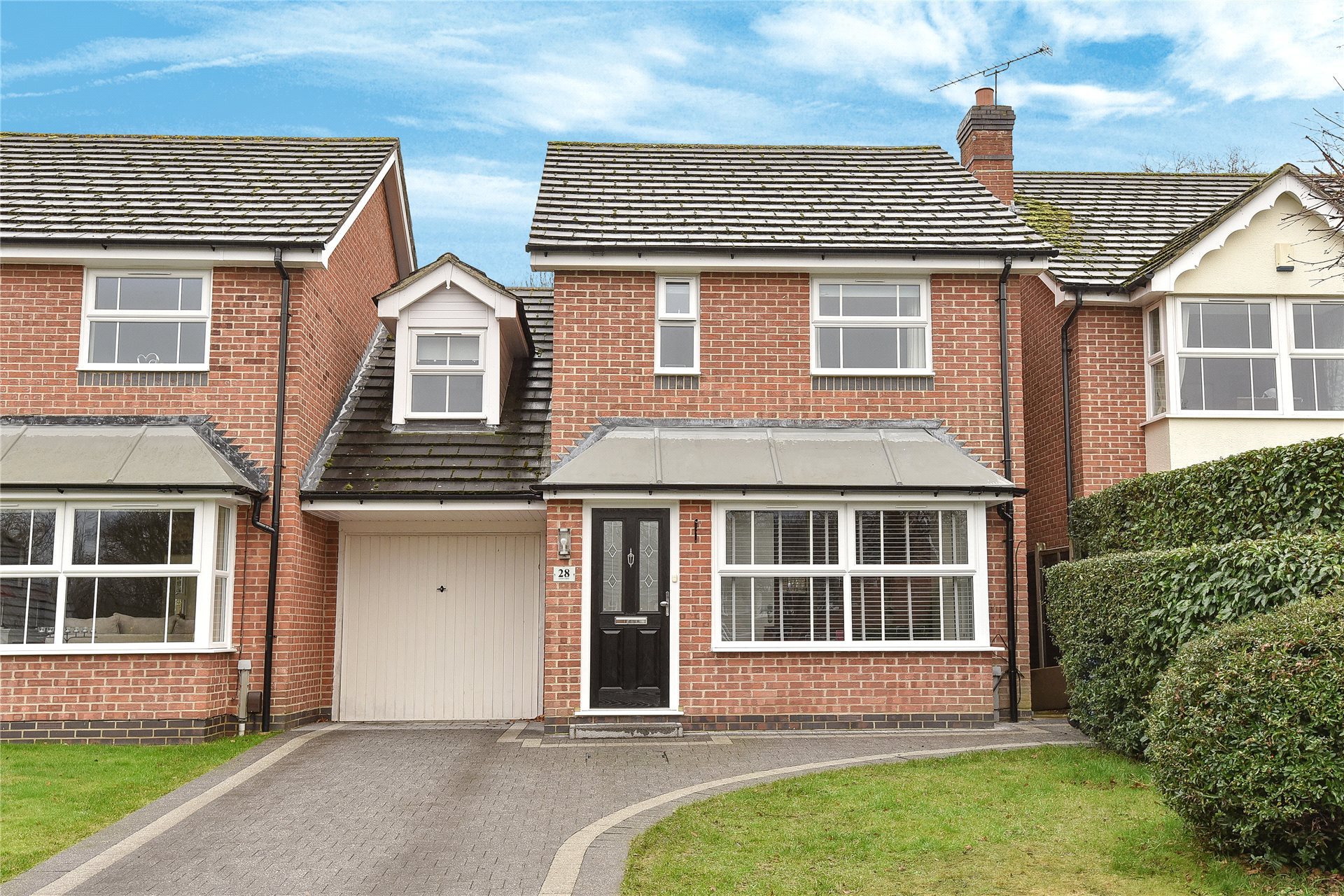 3 Bedrooms Link Detached House for sale in Lower Canes, Yateley, Hampshire, GU46