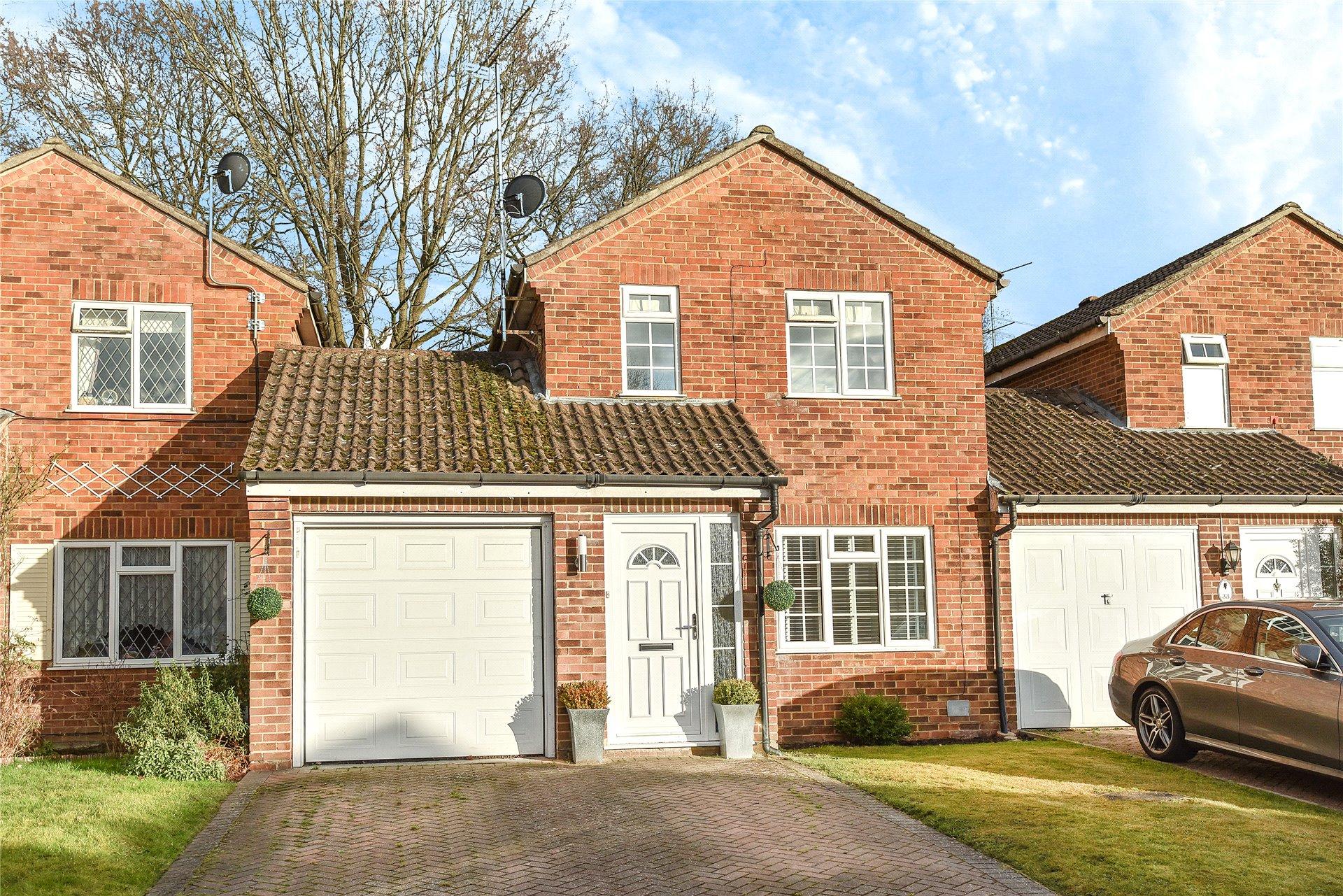 3 Bedrooms Link Detached House for sale in Rother Close, Sandhurst, Berkshire, GU47