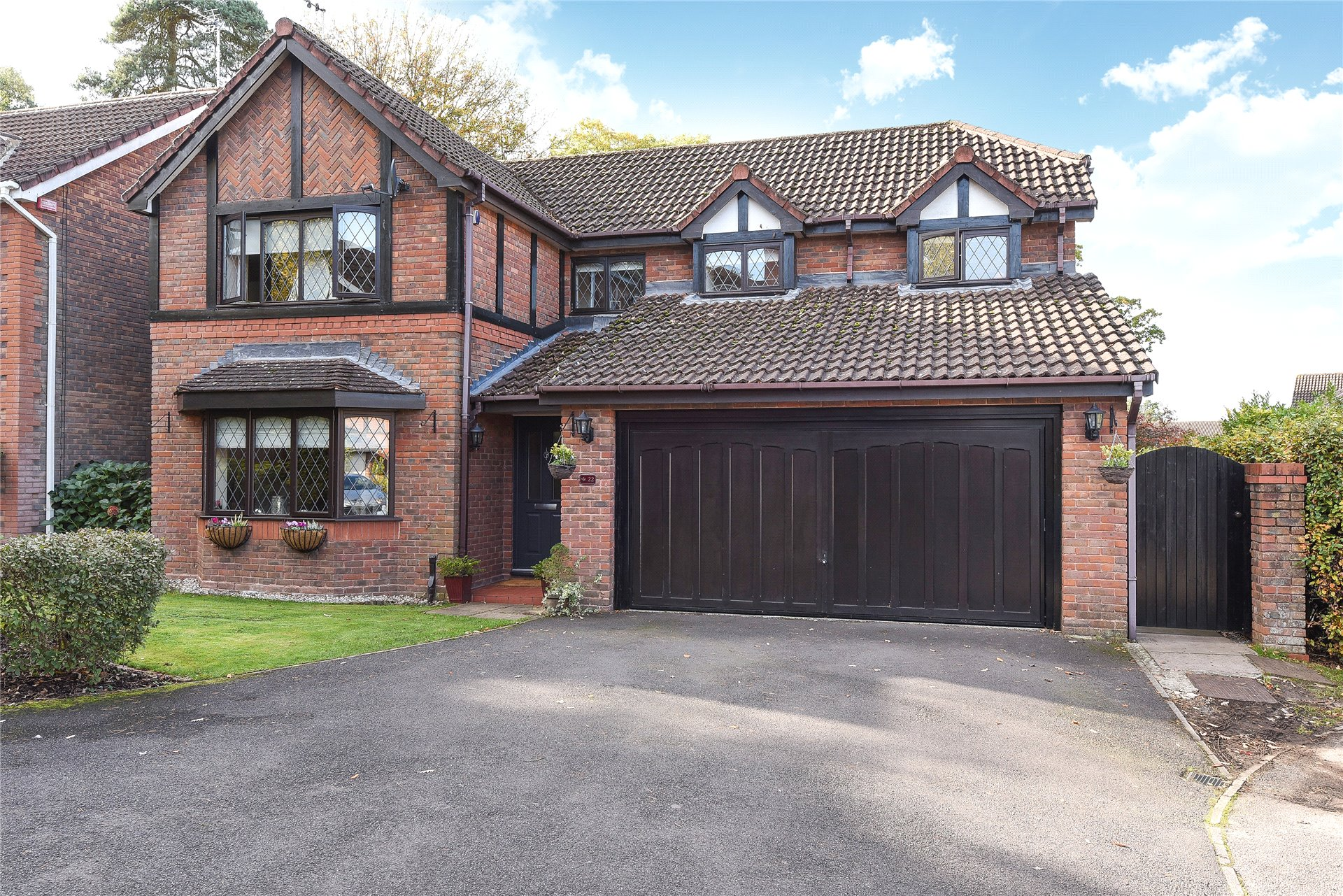 4 Bedrooms Detached House for sale in Saxon Drive, Warfield, Berkshire, RG42