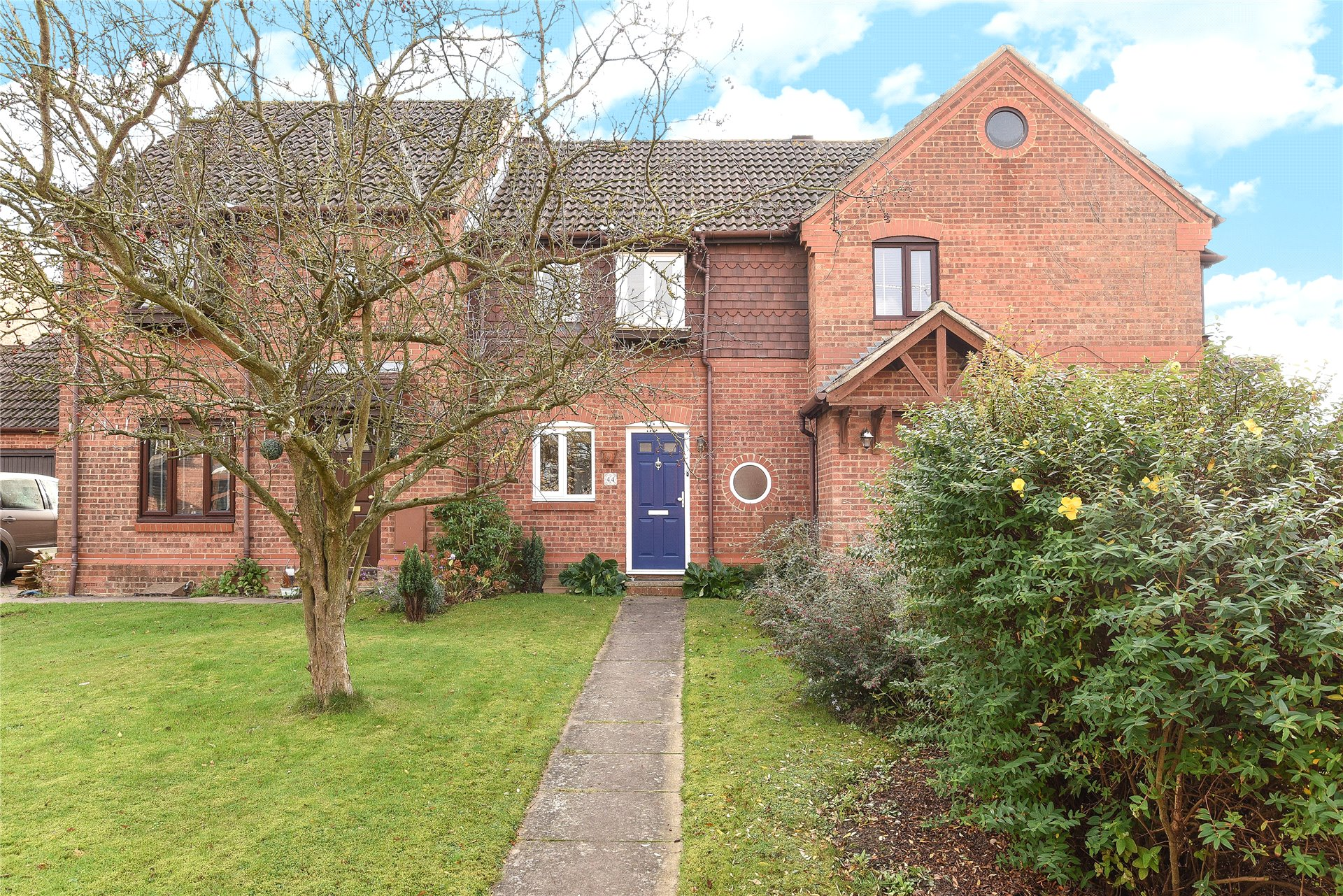 2 Bedrooms Terraced House for sale in Simkins Close, Winkfield Row, Berkshire, RG42