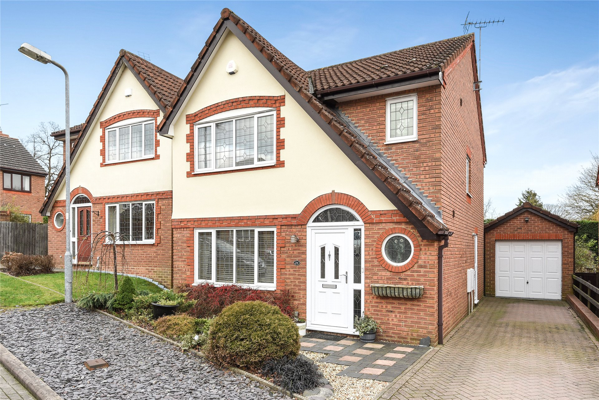 3 Bedrooms Detached House for sale in Huson Road, Warfield, Berkshire, RG42