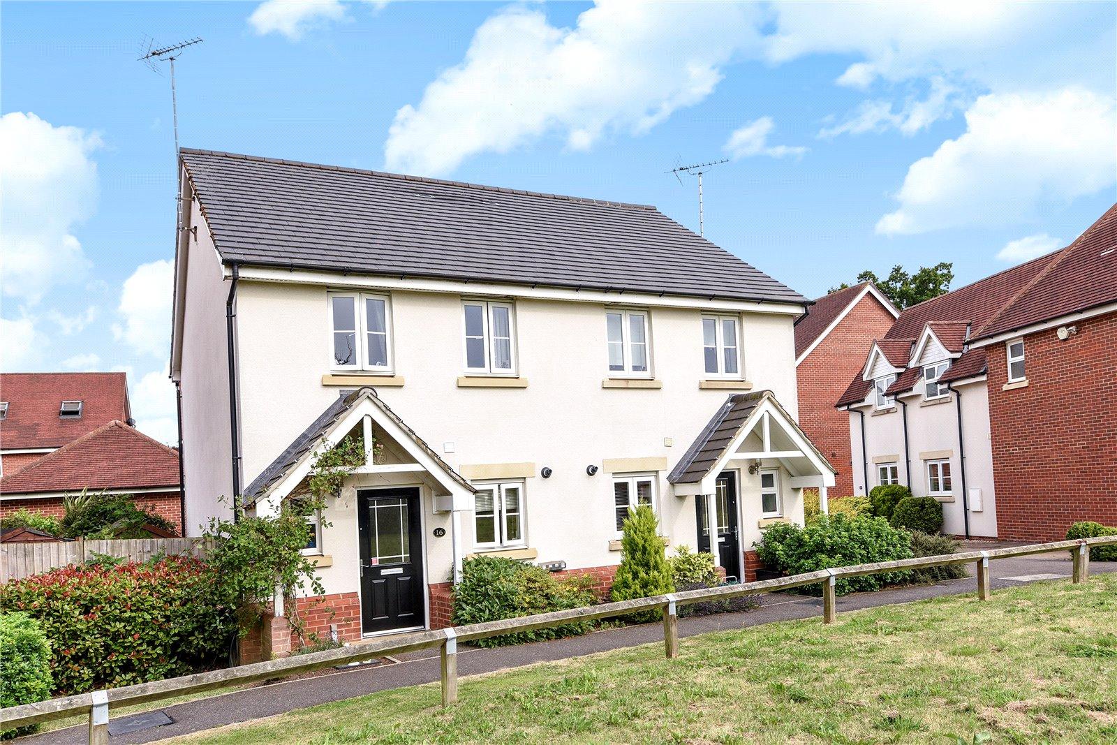 2 Bedrooms Semi Detached House for sale in Wheatsheaf Close, Sindlesham, Wokingham, Berkshire, RG41