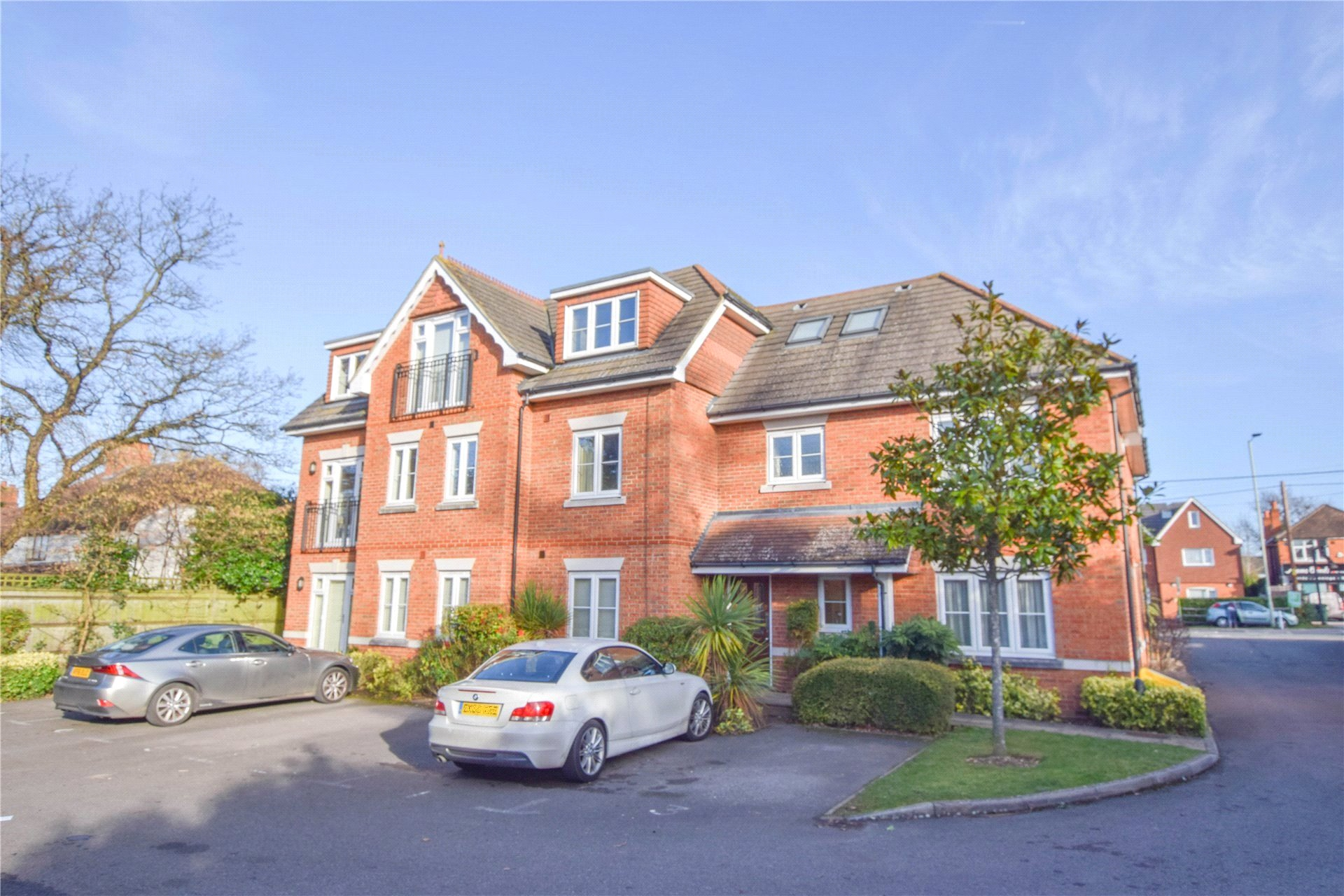 2 Bedrooms Apartment Flat for sale in Westbrook Court, 448 Reading Road, Wokingham, Berkshire, RG41