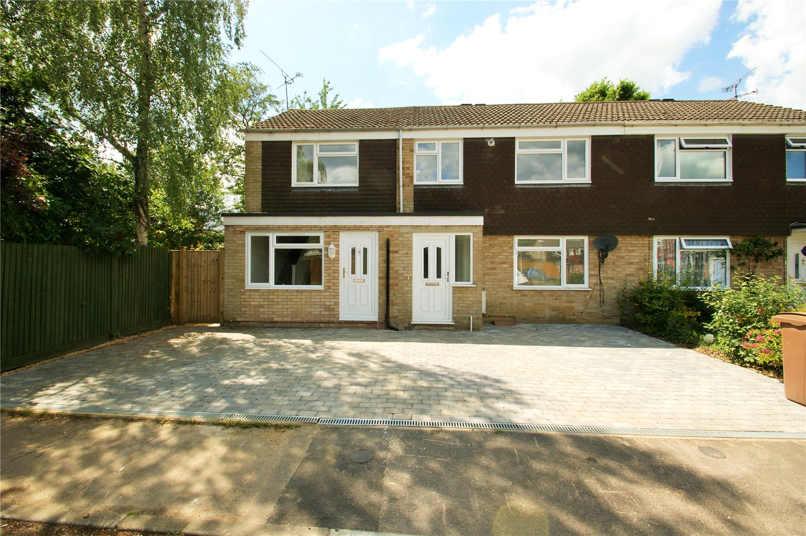 2 Bedrooms Terraced House for sale in Hutsons Close, Wokingham, Berkshire, RG40