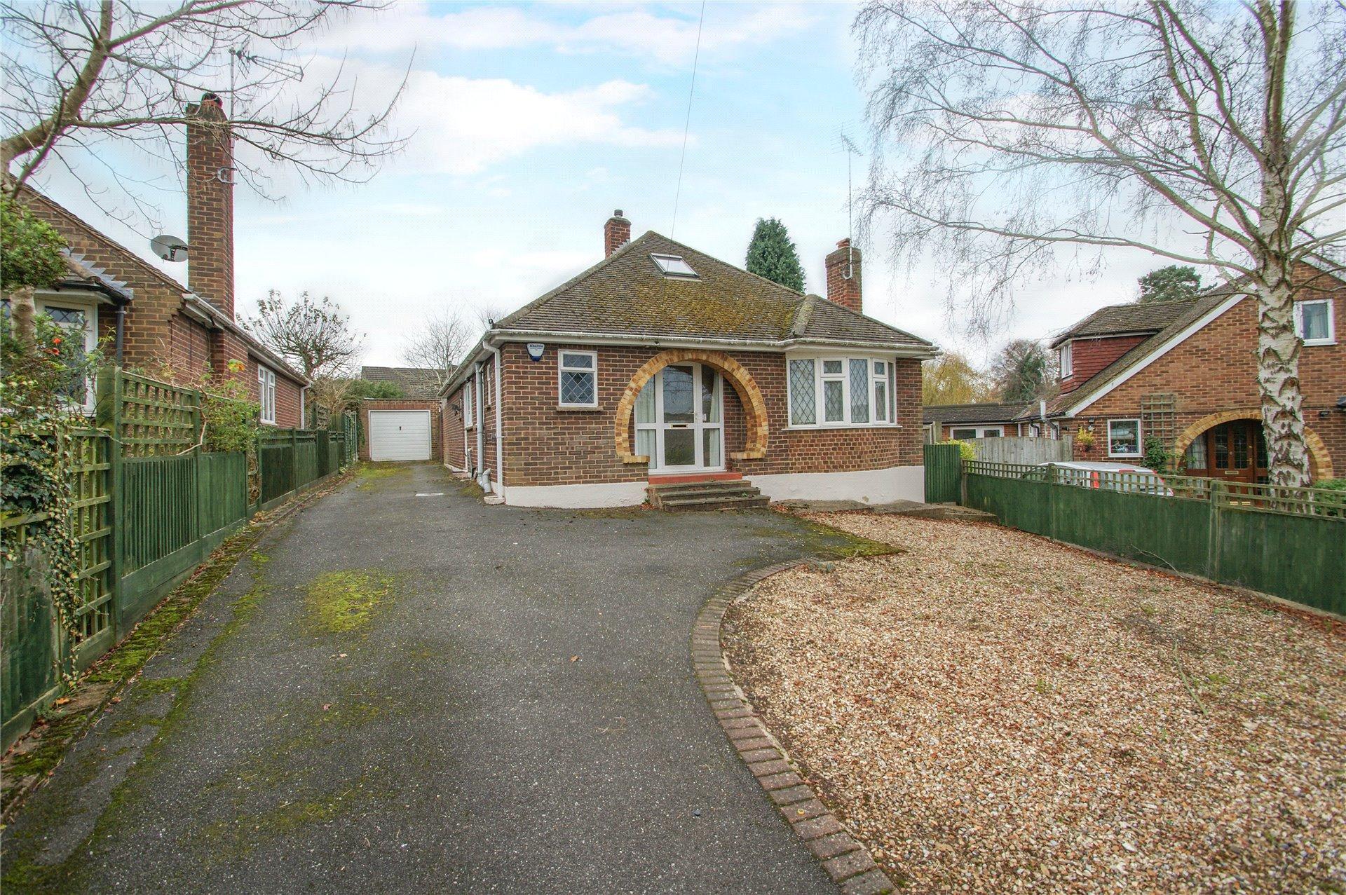 3 Bedrooms Detached Bungalow for sale in Summit Close, Finchampstead, Wokingham, Berkshire, RG40