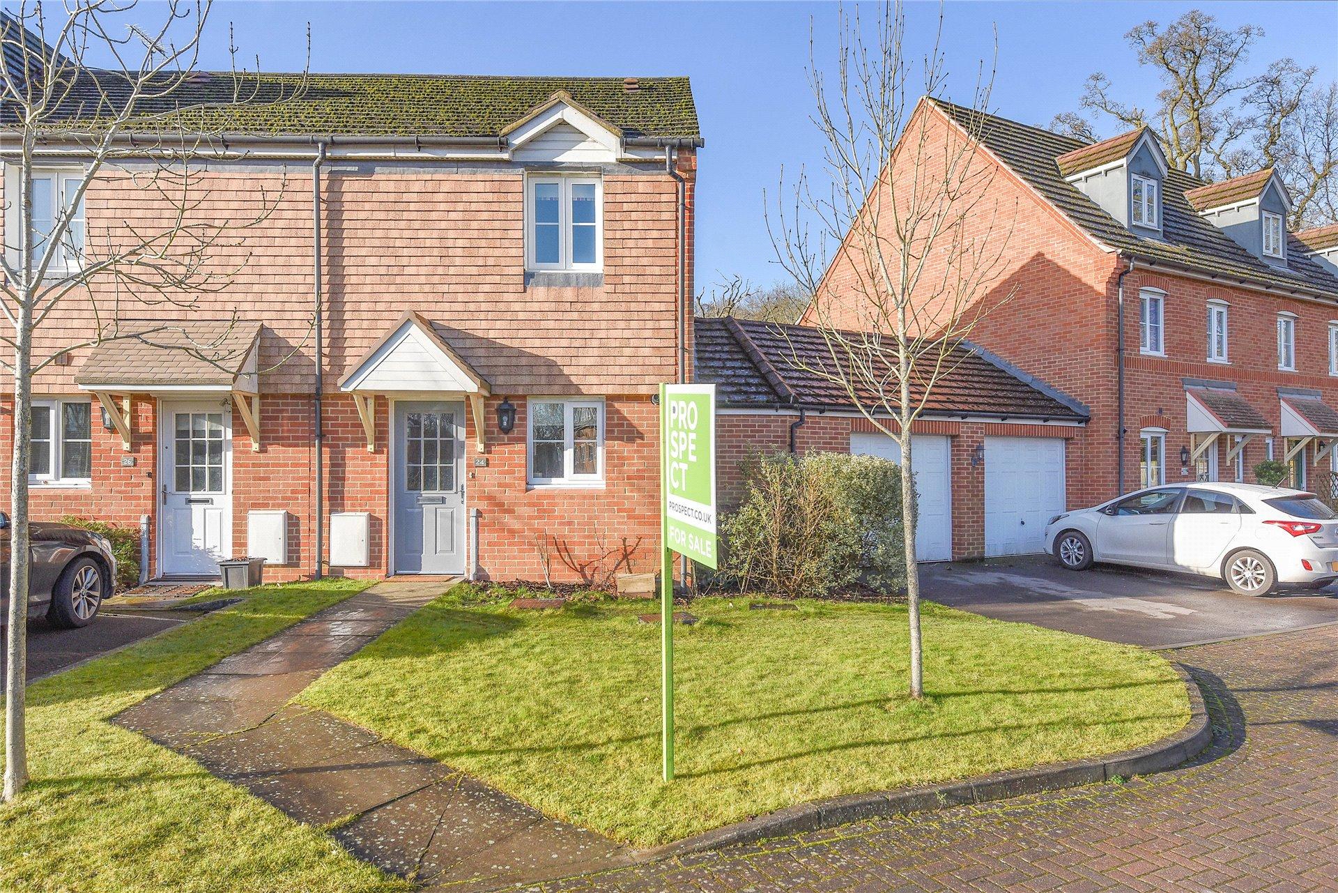 2 Bedrooms Terraced House for sale in Poperinghe Way, Arborfield, Reading, Berkshire, RG2