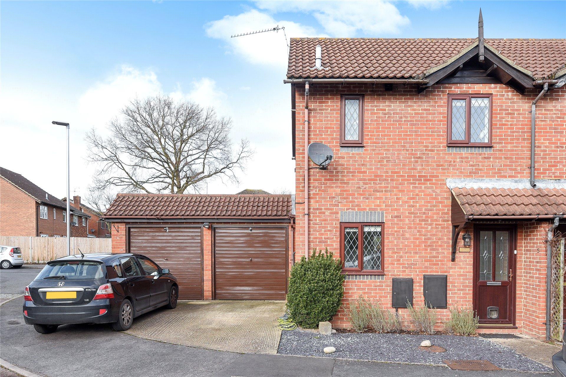 2 Bedrooms Semi Detached House for sale in St James Road, Finchampstead, Wokingham, Berkshire, RG40