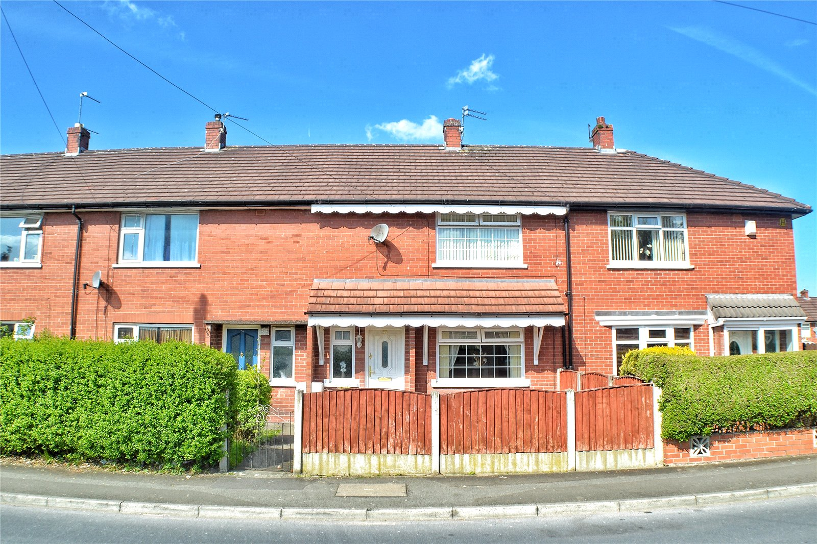 2 Bedrooms Terraced House for sale in Crowhill Road, Ashton-under-Lyne, Greater Manchester, OL7