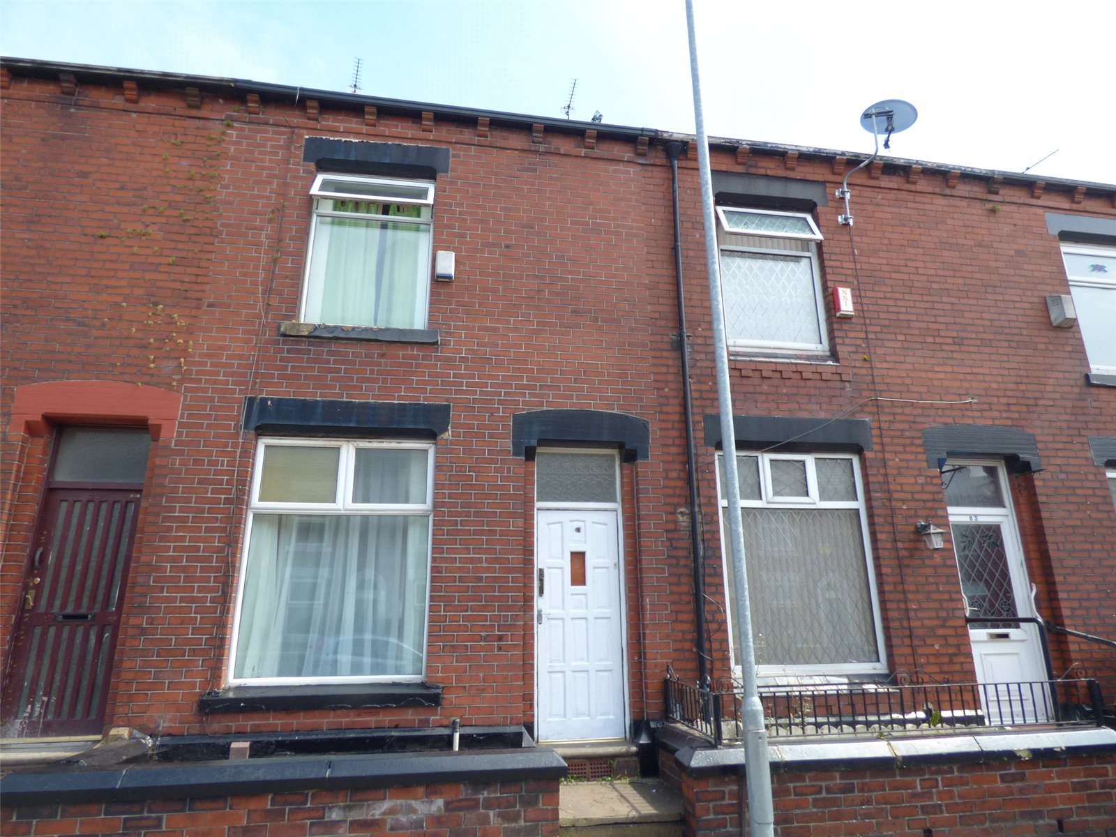 2 Bedrooms Terraced House for sale in Cranbrook Street, Clarksfield, Oldham, Greater Manchester, OL4
