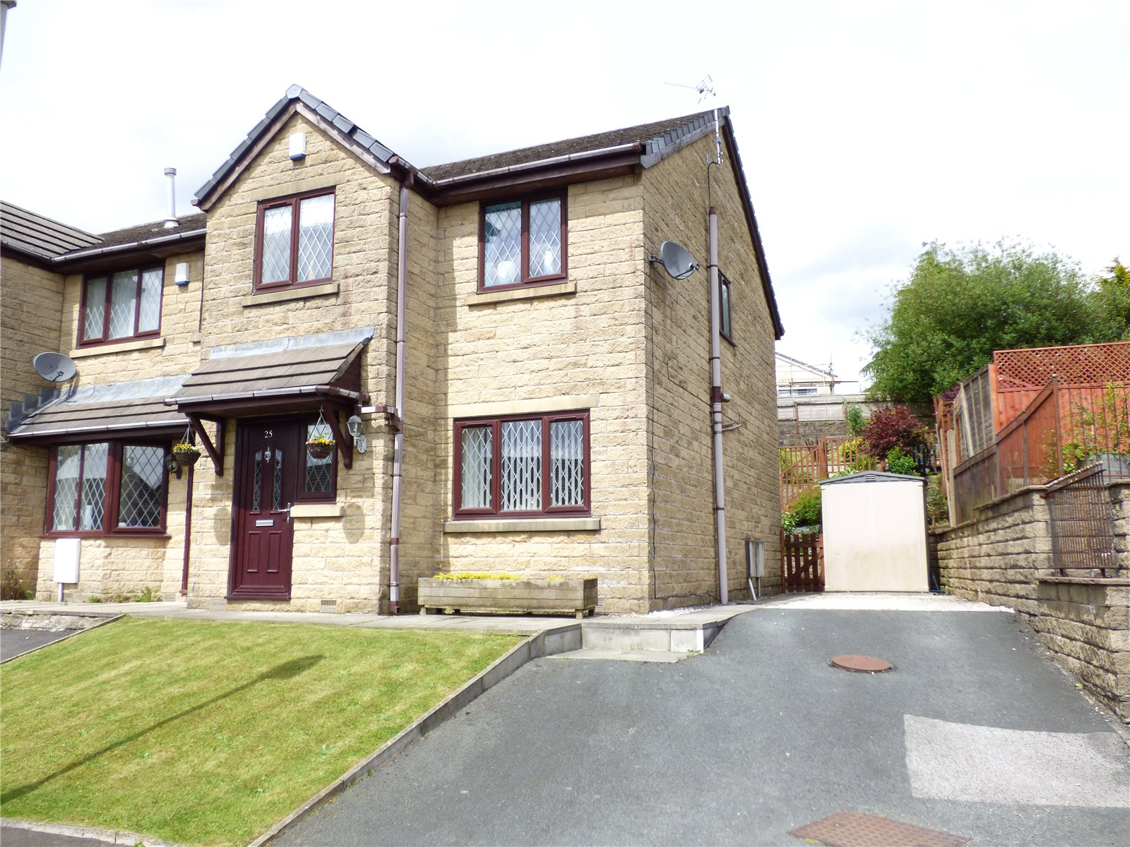 3 Bedrooms Semi Detached House for sale in Peel Drive, Bacup, Lancashire, OL13