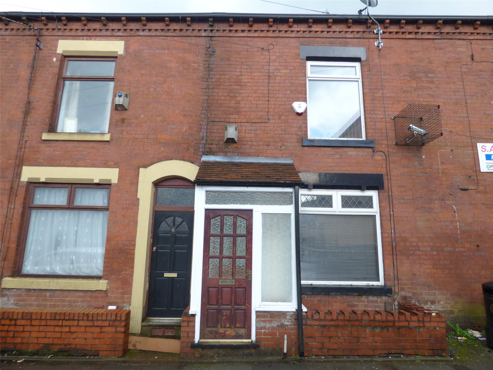 3 Bedrooms Terraced House for sale in Bar Gap Road, Oldham, Greater Manchester, OL1