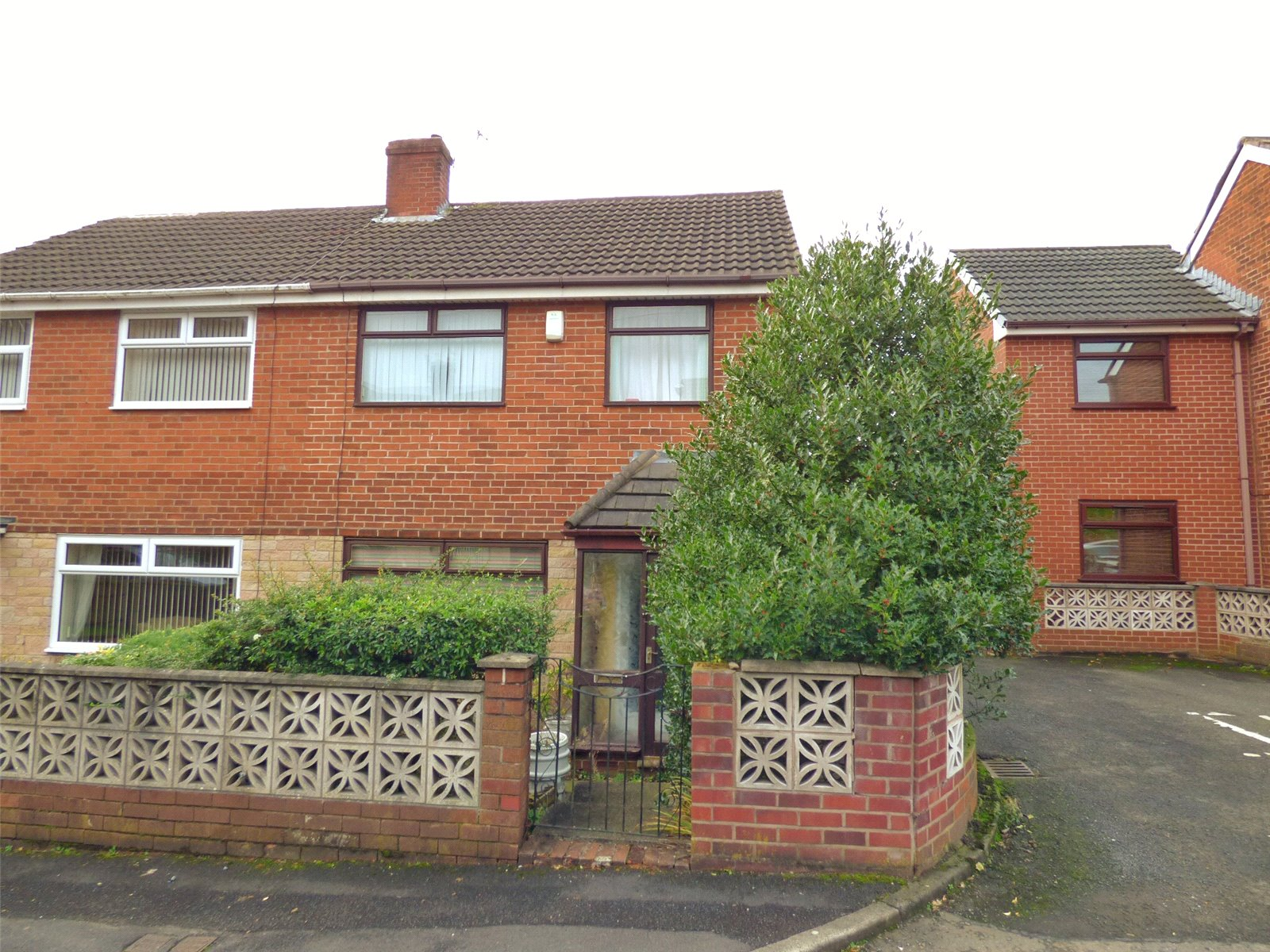 3 Bedrooms Semi Detached House for sale in Bernice Avenue, Chadderton, Oldham, OL9