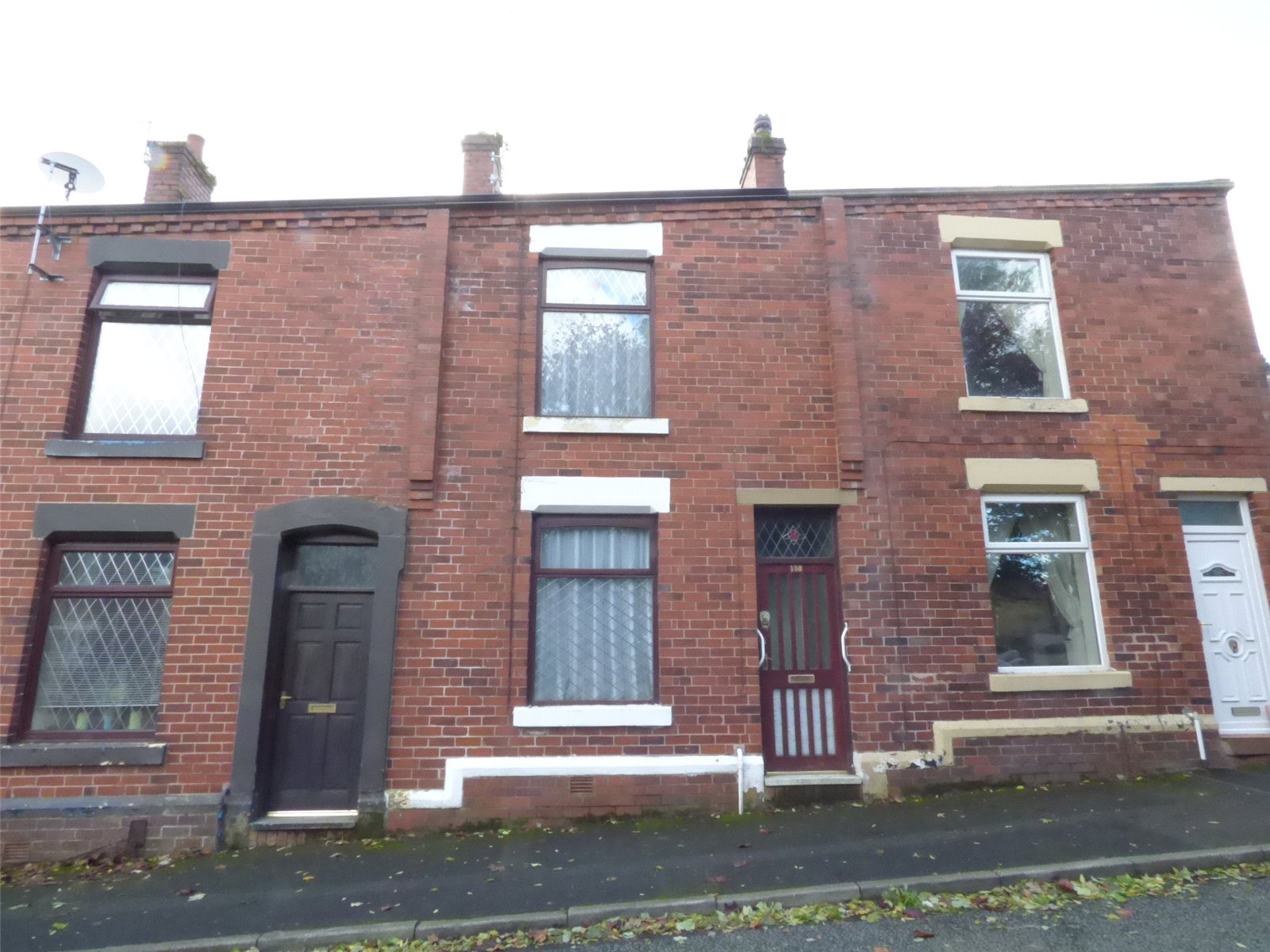 2 Bedrooms Terraced House for sale in Salts Street, Shaw, Oldham, Greater Manchester, OL2
