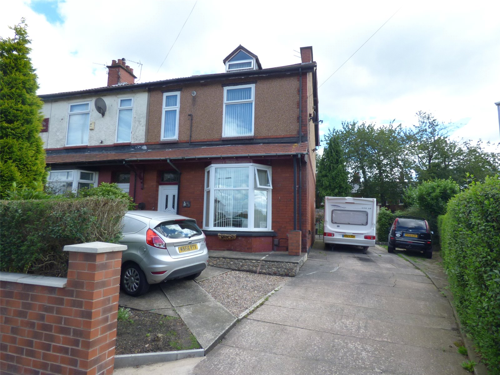 4 Bedrooms End Of Terrace House for sale in Limeside Road, Hollinwood, Oldham, OL8