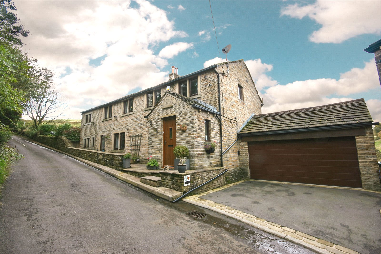 5 Bedrooms Detached House for sale in Mellor Lane, Holmfirth, West Yorkshire, HD9