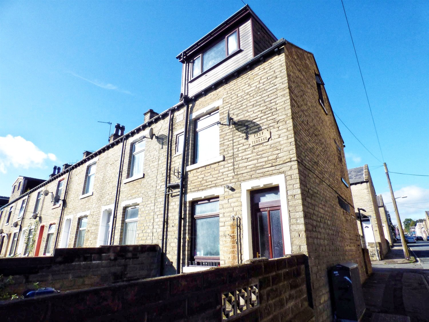 3 Bedrooms End Of Terrace House for sale in Rose Terrace, Pellon, HALIFAX, West Yorkshire, HX1