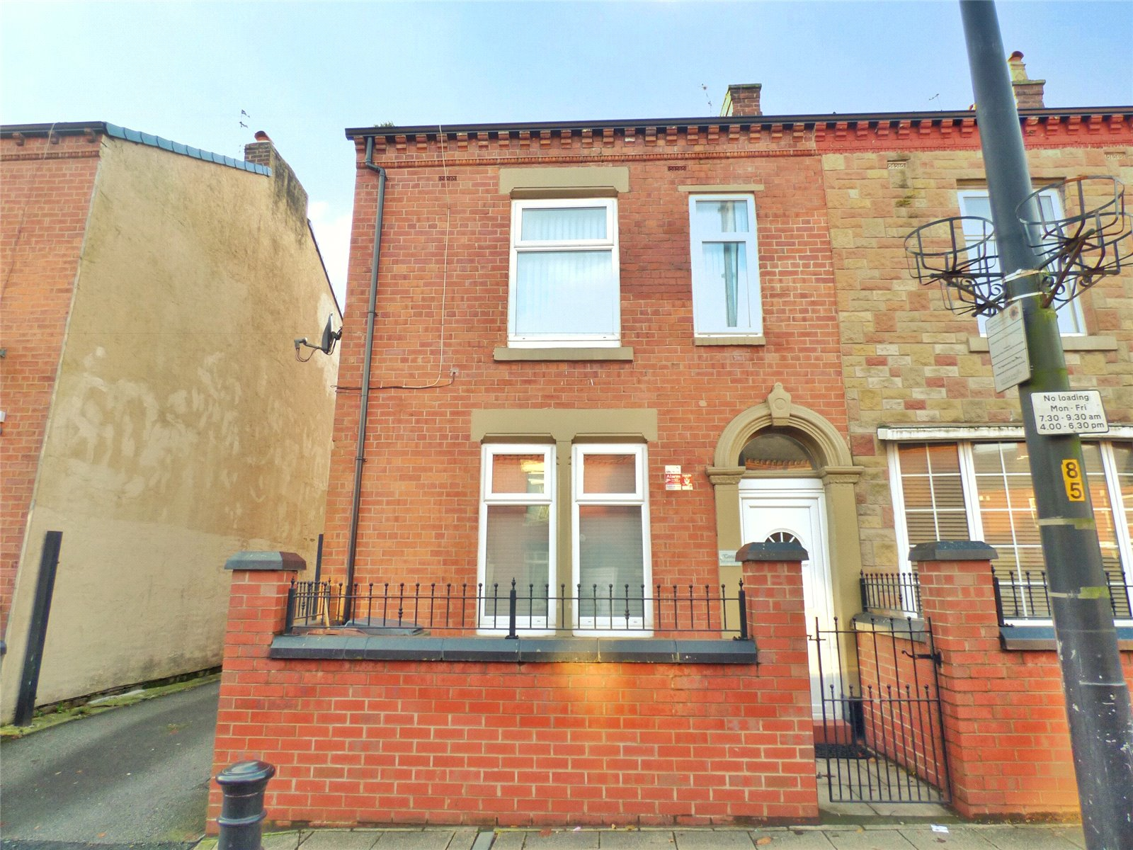 3 Bedrooms End Of Terrace House for sale in Ashton Road, Hathershaw, Oldham, Greater Manchester, OL8