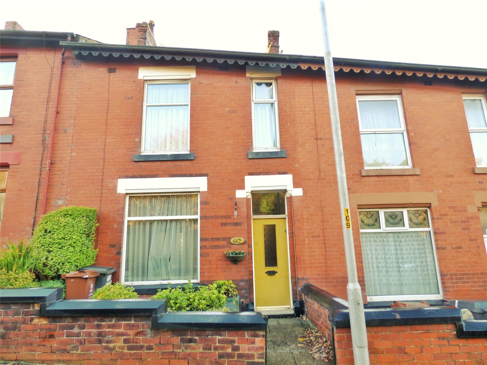 2 Bedrooms Terraced House for sale in Huddersfield Road, Lees, Oldham, Greater Manchester, OL4