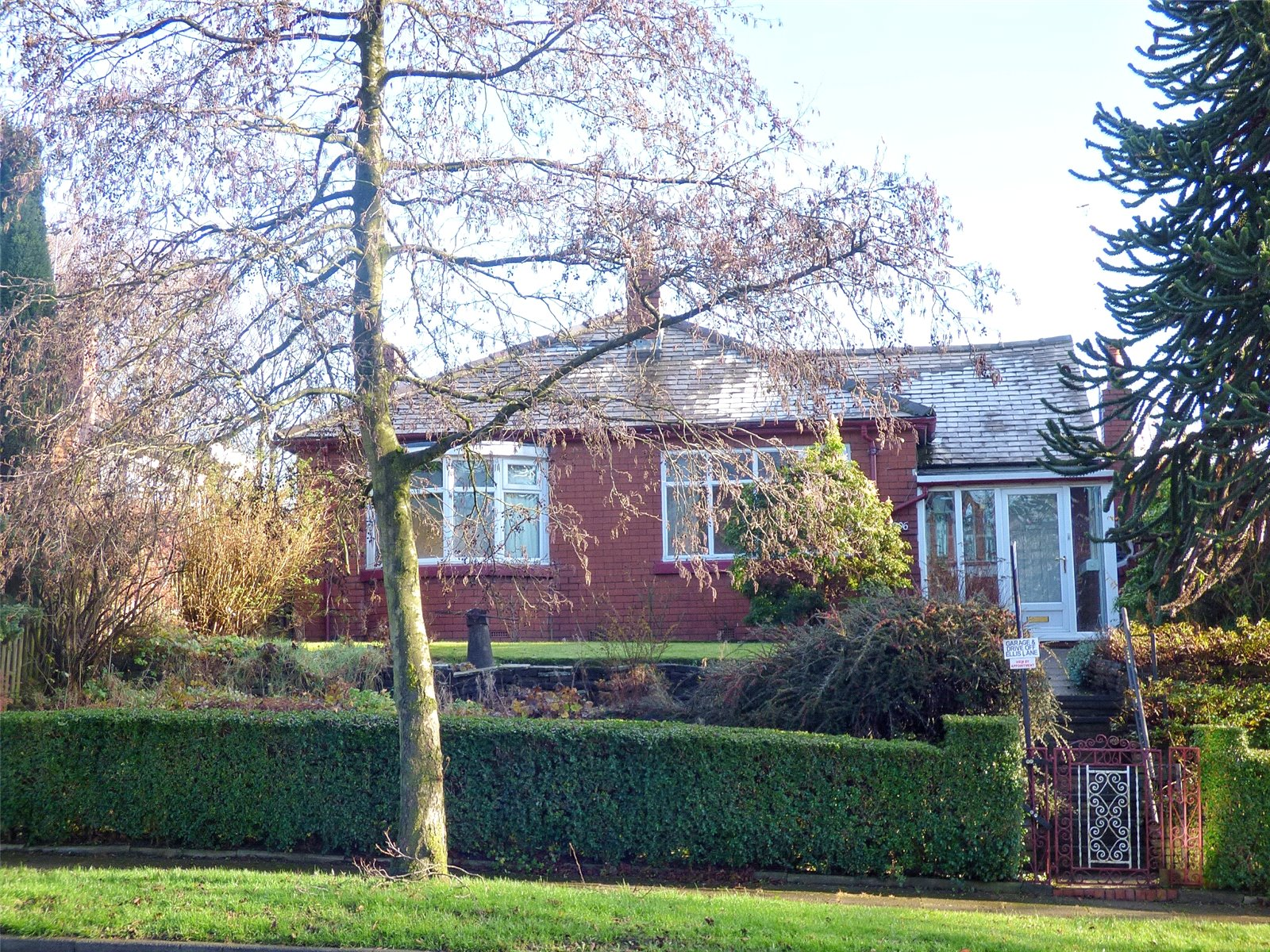 2 Bedrooms Detached Bungalow for sale in Heywood Old Road, Bowlee, Middleton, Manchester, M24