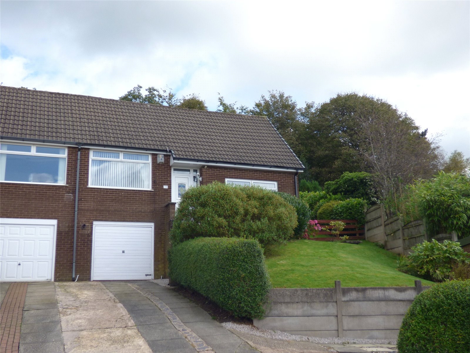 2 Bedrooms Semi Detached House for sale in Dovecote Lane, Lees/Springhead, Oldham, Greater Manchester, OL4