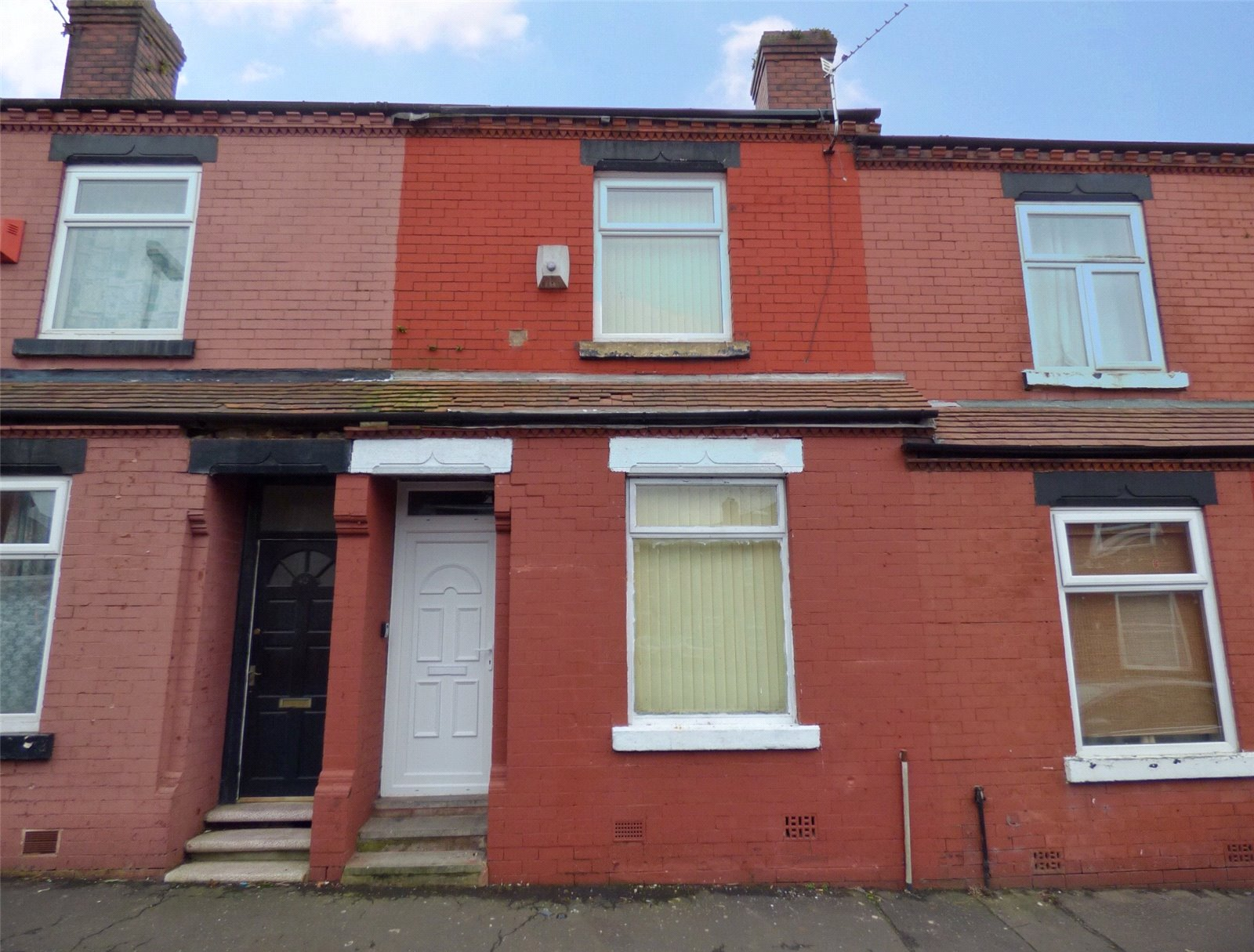 2 Bedrooms Terraced House for sale in Waverley Road, Moston, Manchester, M9