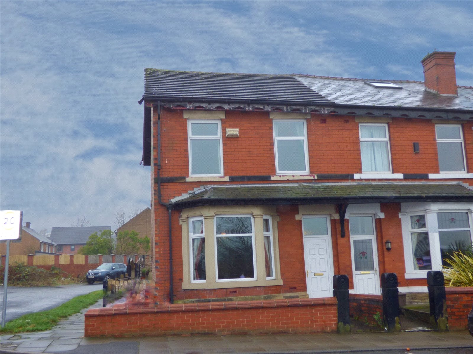 4 Bedrooms End Of Terrace House for sale in Bury New Road, Heywood, Greater Manchester, OL10