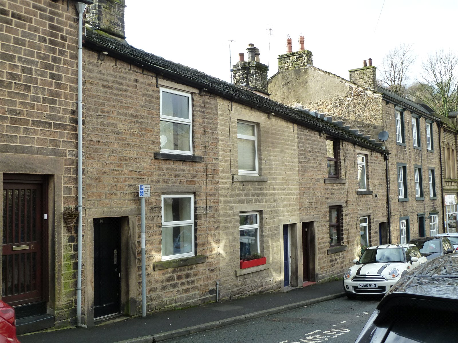 2 Bedrooms Terraced House for sale in Court Street, Uppermill, Saddleworth, OL3