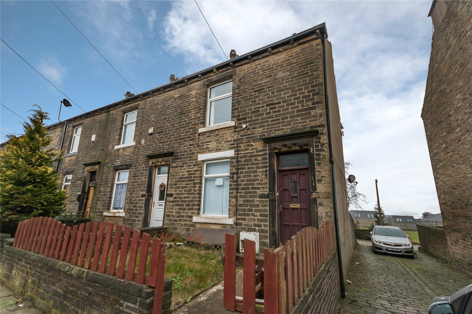 2 Bedrooms End Of Terrace House for sale in Ashbourne Grove, Thrum Hall, HALIFAX, West Yorkshire, HX1