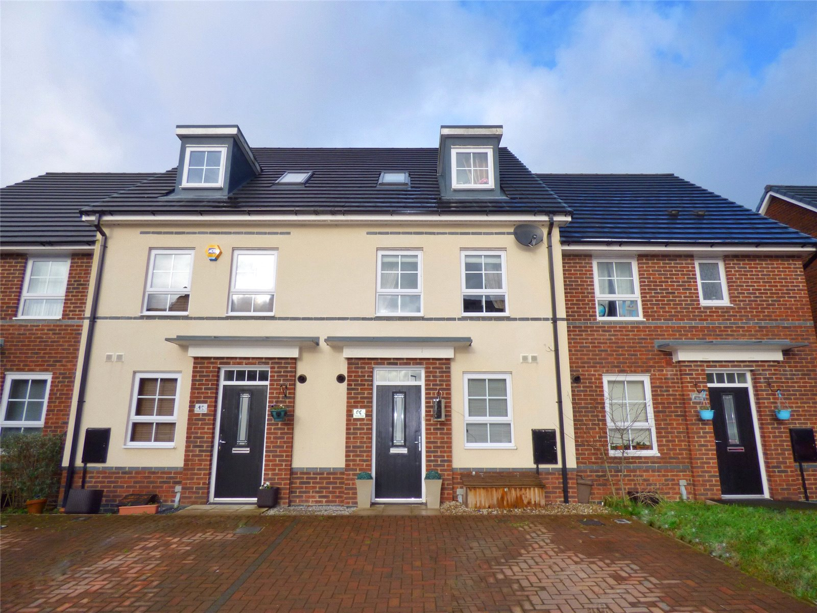 3 Bedrooms Terraced House for sale in Omrod Road, Heywood, Greater Manchester, OL10
