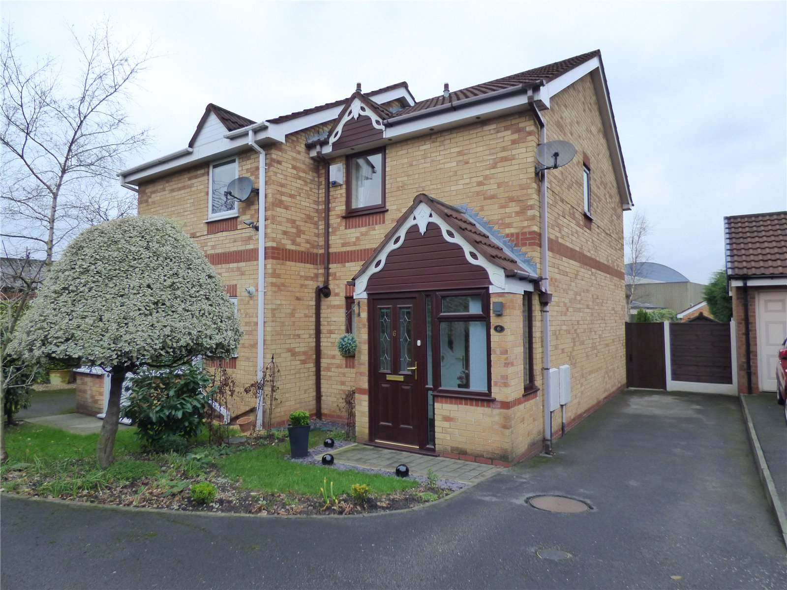 2 Bedrooms Semi Detached House for sale in Dales Brow Avenue, Ashton-under-Lyne, Greater Manchester, OL7