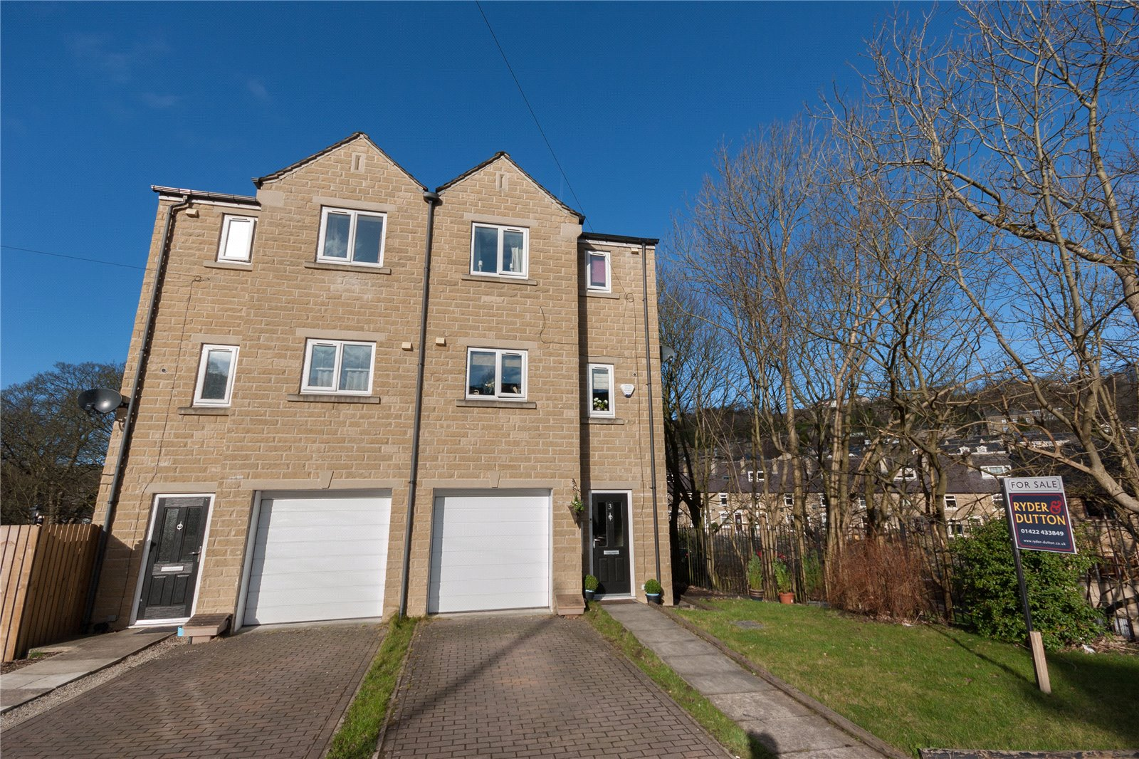 4 Bedrooms Semi Detached House for sale in Brookdale Court, Wheatley, HALIFAX, West Yorkshire, HX2