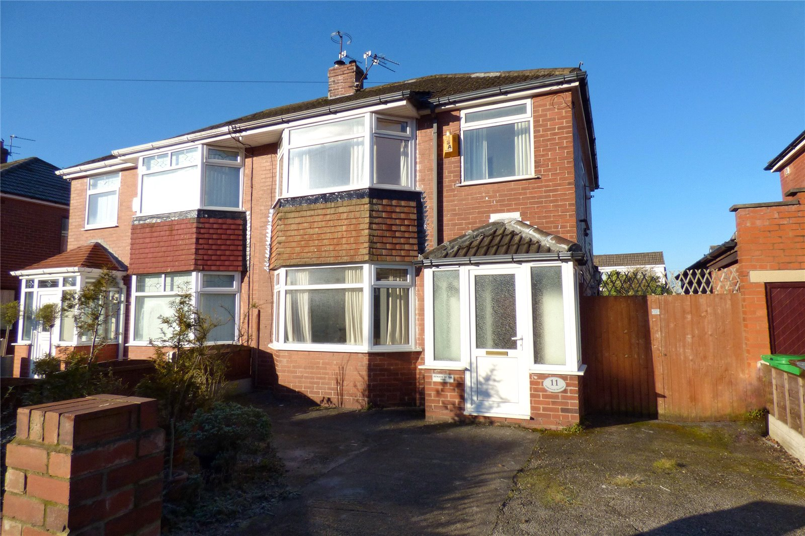 3 Bedrooms Semi Detached House for sale in Oakwood Avenue, New Moston, Manchester, M40