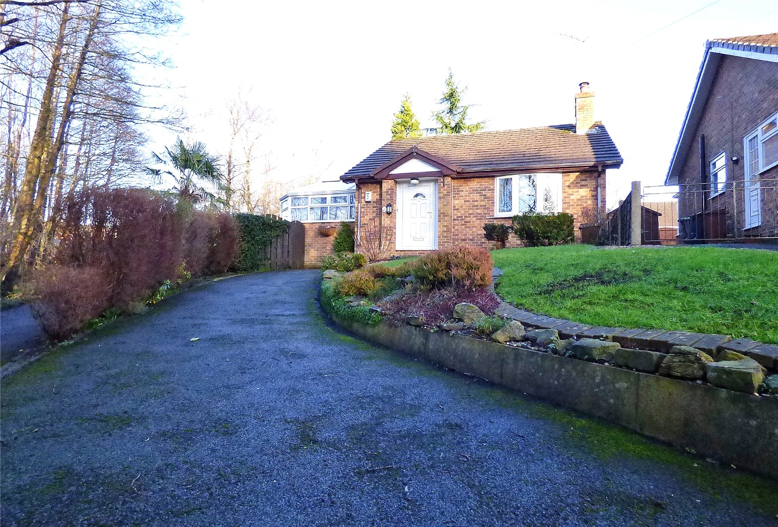 2 Bedrooms Detached Bungalow for sale in Slant Close, Glossop, SK13