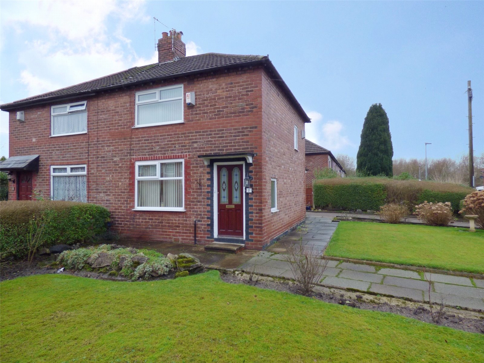 2 Bedrooms Semi Detached House for sale in Grindall Avenue, Moston, Manchester, M40