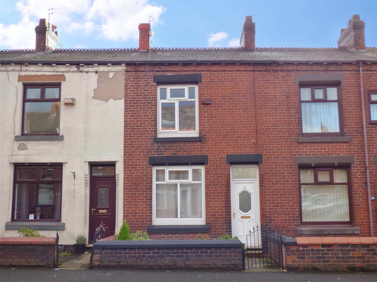 2 Bedrooms Terraced House for sale in Thompson Lane, South Chadderton, Oldham, Greater Manchester, OL9