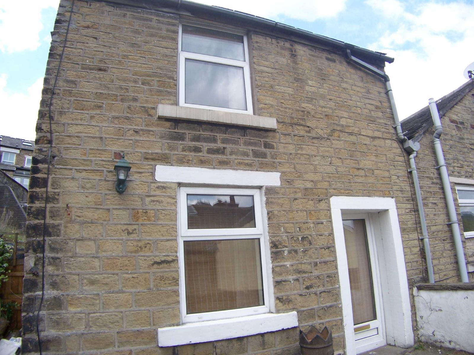 2 Bedrooms End Of Terrace House for sale in Victoria Street, Glossop, Derbyshire, SK13