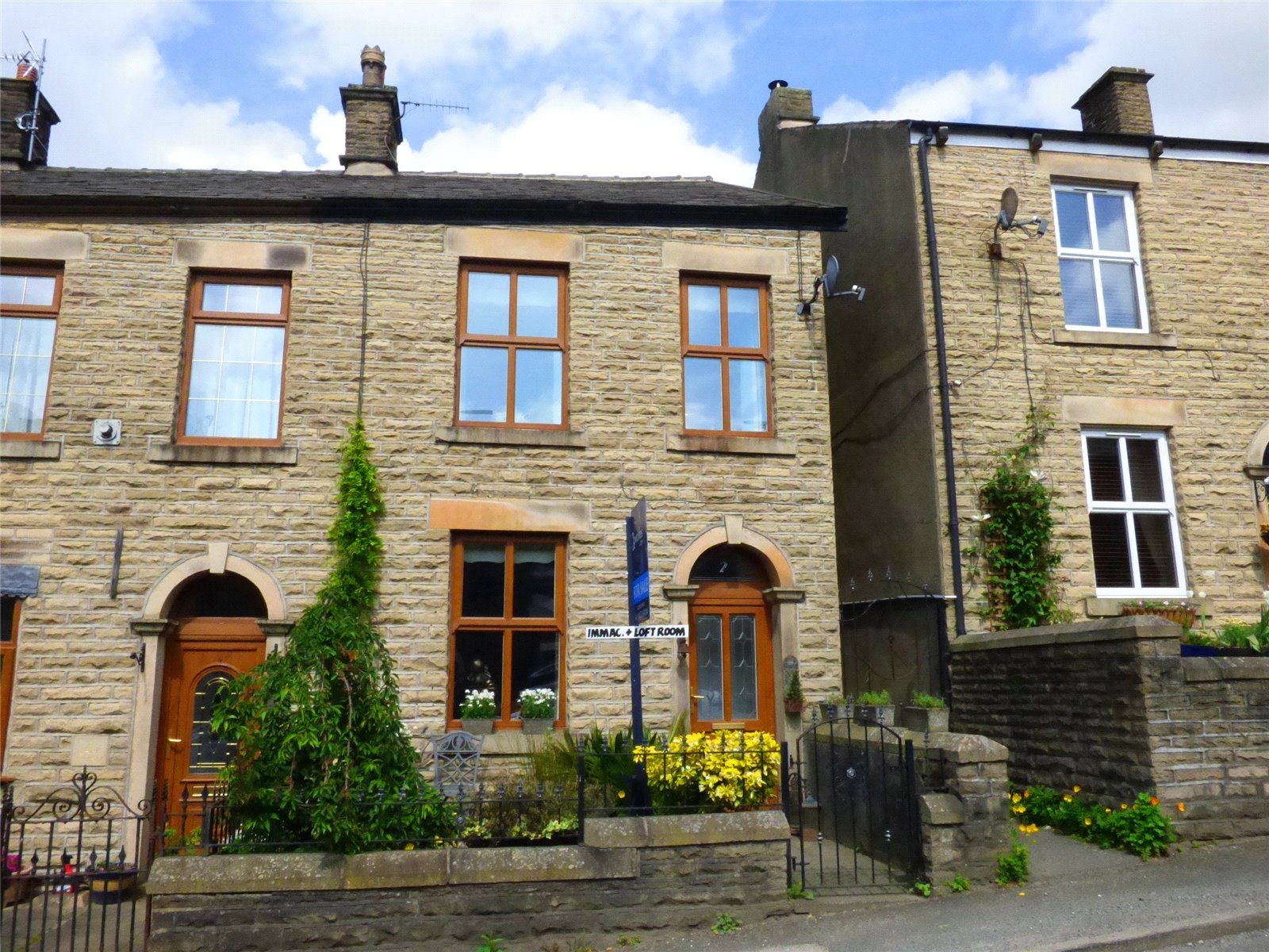 2 Bedrooms Semi Detached House for sale in Park Road, Hadfield, Glossop, SK13