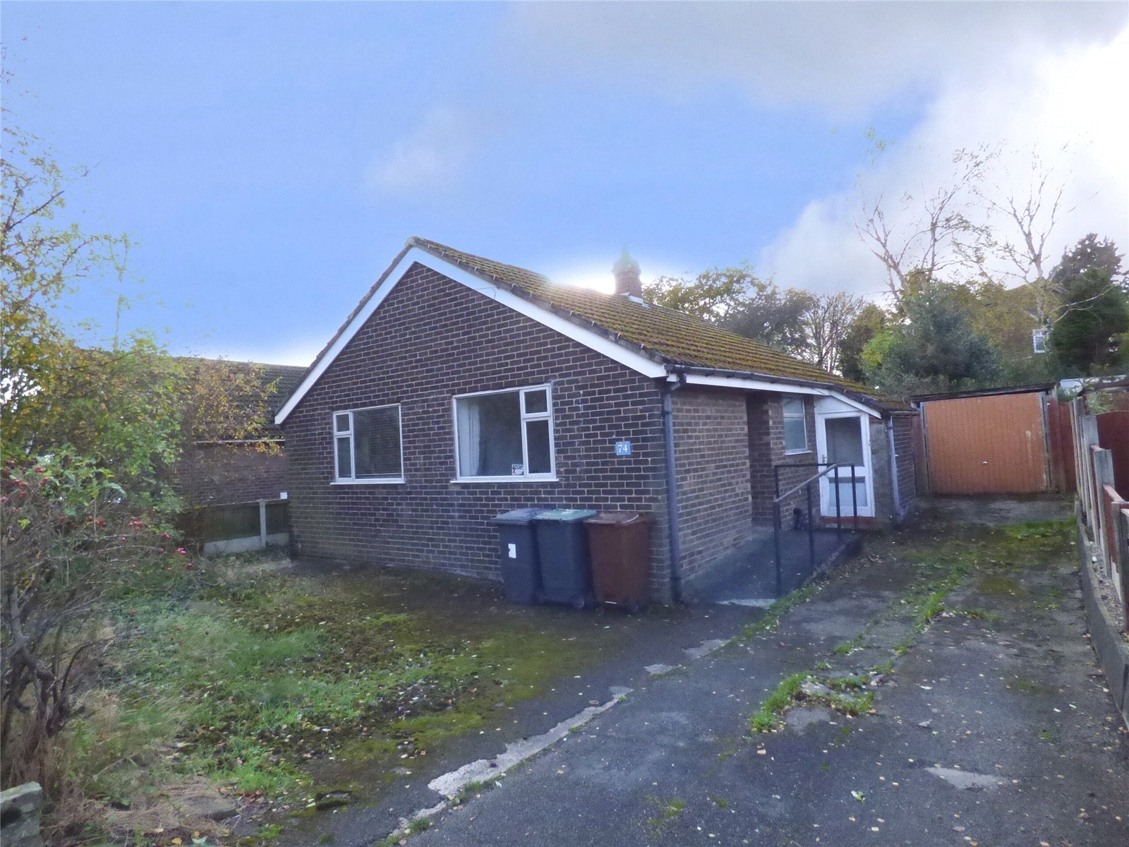 2 Bedrooms Detached Bungalow for sale in Green Lane, Hadfield, Glossop, SK13