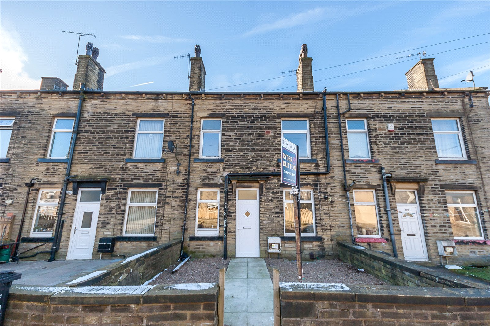 3 Bedrooms Terraced House for sale in Claremount Road, Claremount, HALIFAX, West Yorkshire, HX3