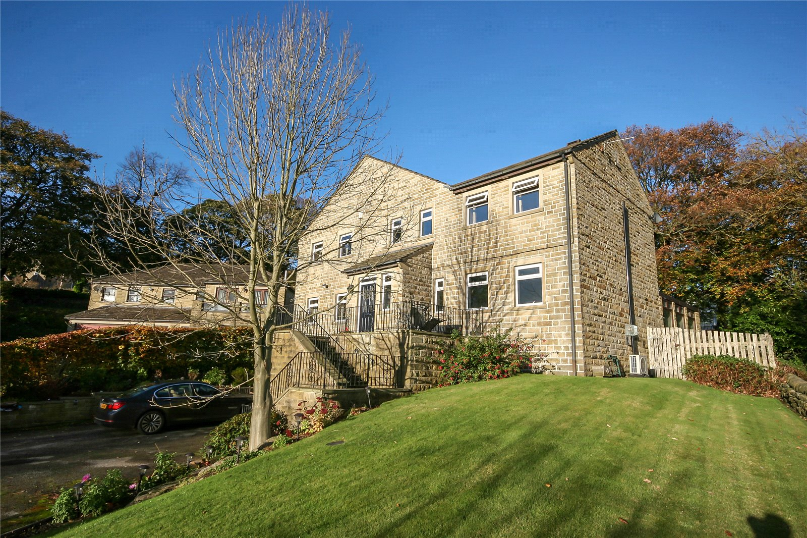 4 Bedrooms Detached House for sale in Upper Ellistones Court, Greetland, HALIFAX, West Yorkshire, HX4