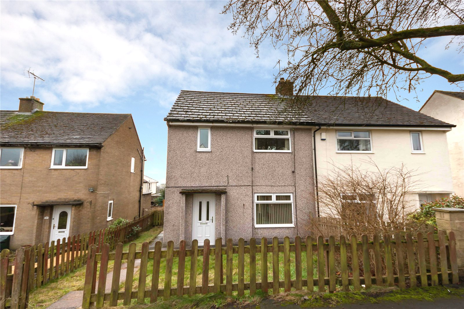 2 Bedrooms Semi Detached House for sale in Whitehill Crescent, Illingworth, HALIFAX, West Yorkshire, HX2