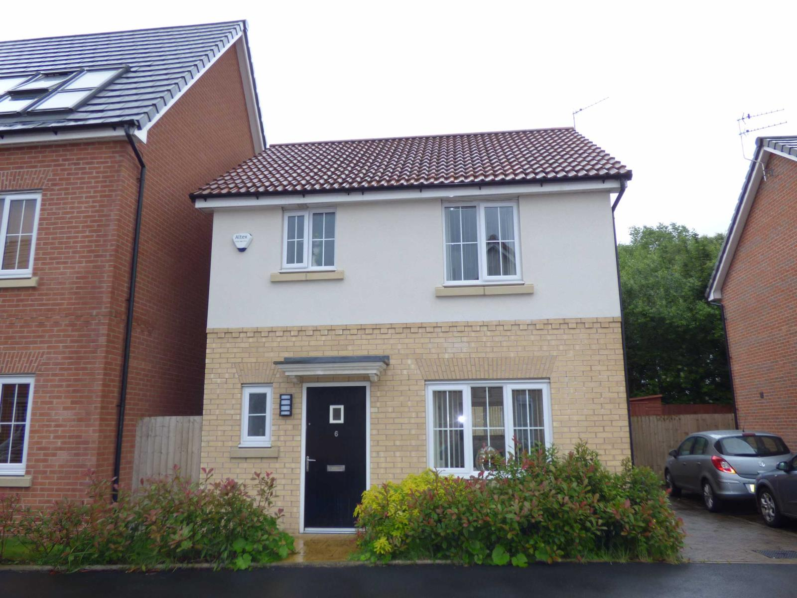3 Bedrooms Detached House for sale in Fustian Avenue, Heywood, Lancashire, OL10