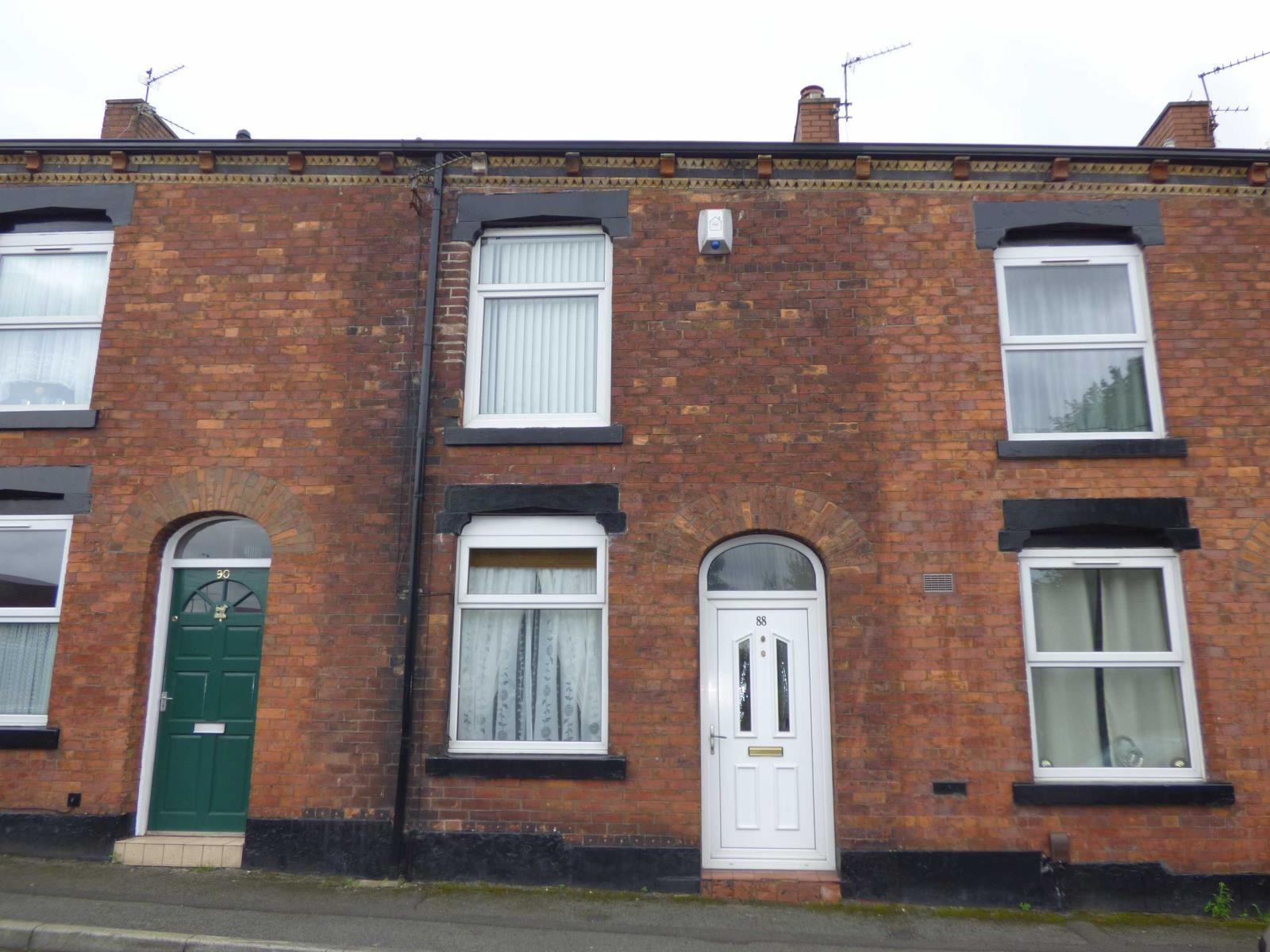2 Bedrooms Terraced House for sale in Shadwell Street East, Heywood, Lancashire, OL10