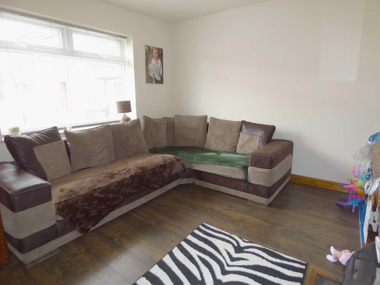 2 Bedrooms End Of Terrace House for sale in Clifton Close, Heywood, Lancashire, OL10